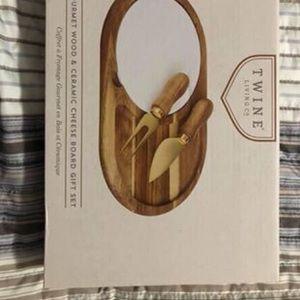 Gourmet Wood & Ceramic Cheeseboard